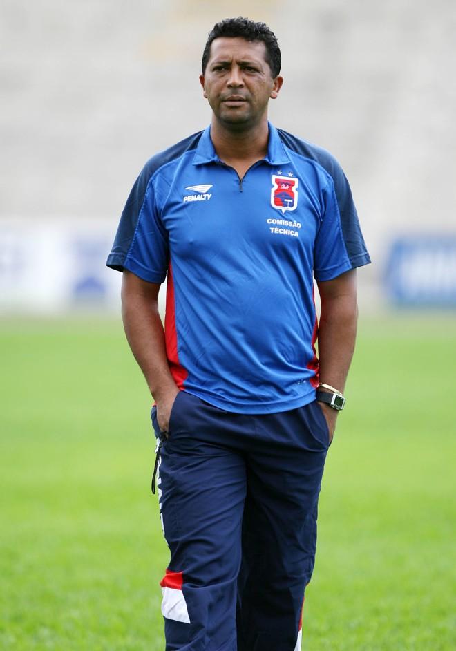 Saulo de Freitas assume o Paraná prometendo ofensividade. Contrato do treinador vai até o final do Paranaense de 2008 | Rodolfo Bührer / Gazeta do Povo