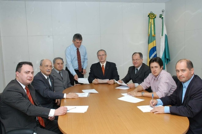 Políticos e autoridades esportivas se unem para garantir Curitiba como uma das sub-sedes da Copa de 2014 | Divulgação / José Gomercindo / SCS