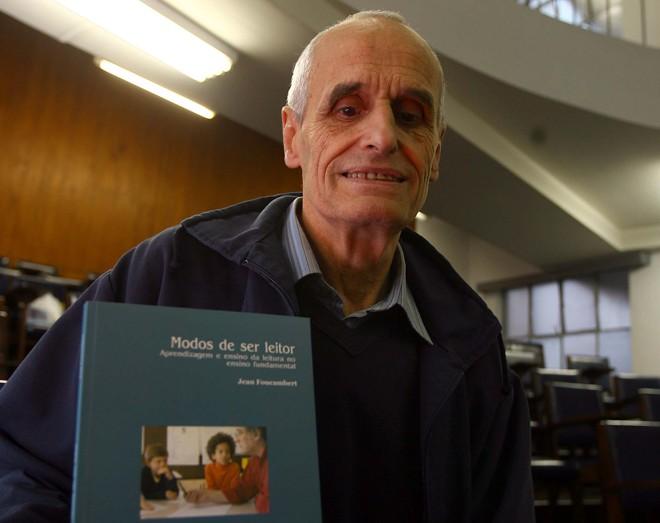 Jean Foucambert durante lançamento de seu livro pela Editora UFPR   Hedeson Alves/Gazeta do Povo