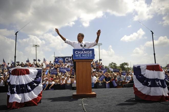 Barack Obama, que ontem esteve na Flórida: ele sobe, ao mesmo tempo em que otimismo dos norte-americanos desce   Emmanuel Dunand/AFP