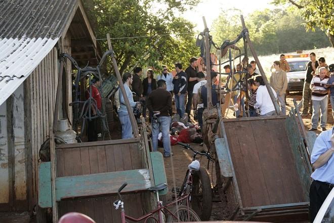 Cenário da chacina, à beira do Rio Paraná: 15 corpos foram encontrados pela polícia   Antonio Roberto/Umuarama Ilustrado