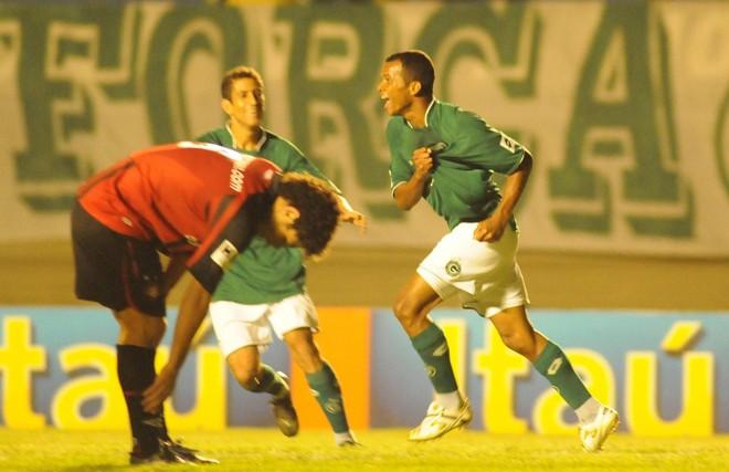 Jogadores do Goiás comemoram um dos quatros gols da goleada diante do Atlético   Wesley Costa / Hoje Goiania