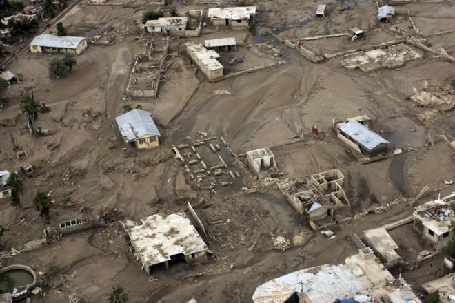 Cidade de Gonaives está coberta por lama: resultado da passagem de furacões pelo Haiti   Eduardo Munoz / Reuters