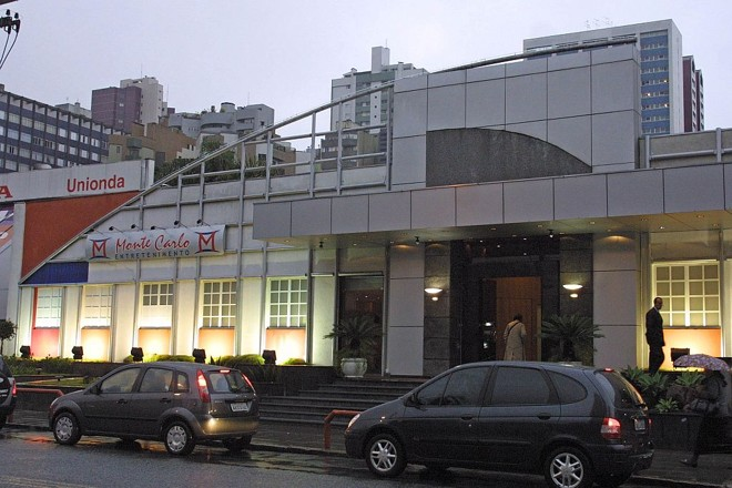 Monte Carlo, último bingo a ser fechado em Curitiba, em 2004: empresa é acusada de ter feito pagamentos em dinheiro para a obtenção de liminares favoráveis às casas de jogos | Ivonaldo Alexandre/Gazeta do Povo