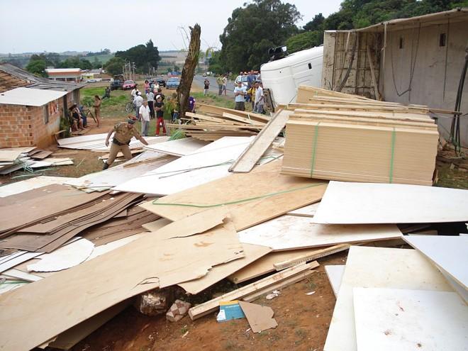Polícia procurou outras possíveis vítimas embaixo da carga | Celso Felizardo