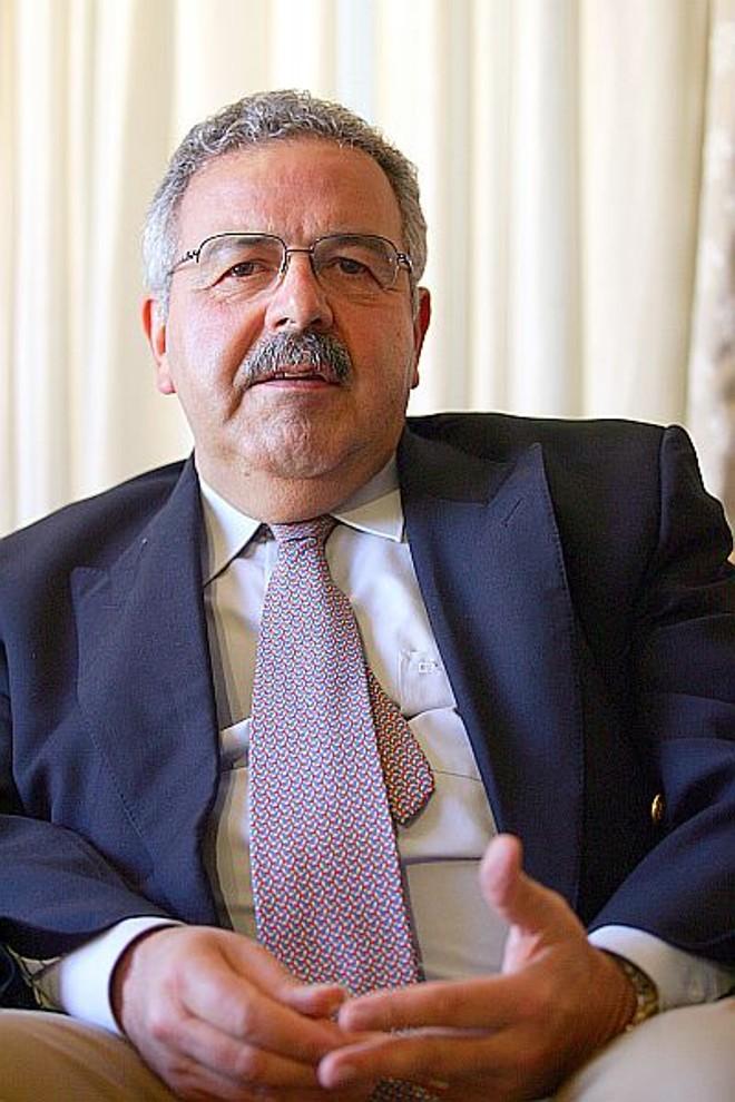 Belmiro Castor, um dos autores: divisão em verbetes torna leitura mais prática.   Priscila Forone/Gazeta do Povo