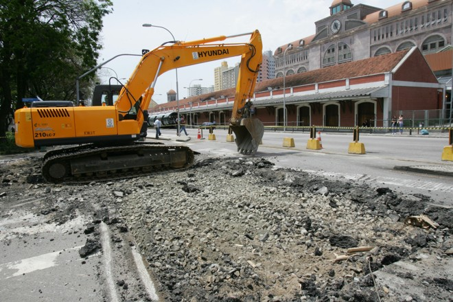 Obras na Avenida Sete de Setembro esquina com a Rua Lourenco Pinto | Aniele Nascimento/Gazeta do Povo