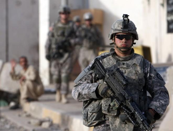 Soldado norte-americano patrulha zona de Baquba, em Diyala, localizado no nordeste de Bagdá   Goran Tomasevic / Reuters