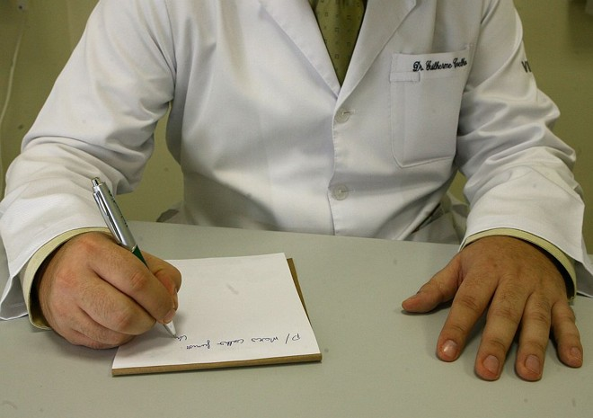 Receitas manuscritas podem desaparecer: a solução seria o uso de documentos impressos assinados pelos médicos | Rodolfo Bührer/Gazeta do Povo