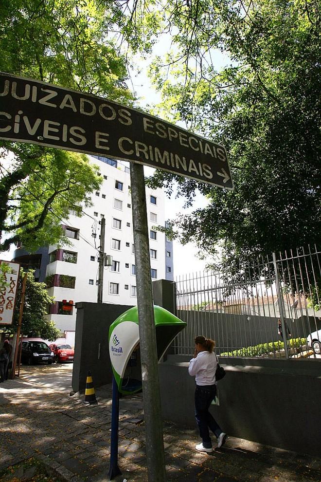 Juizados Especiais de Curitiba: poucas salas para audiências, goteiras e milhares de pessoas que procuram assistência   Priscila Forone/Gazeta do Povo