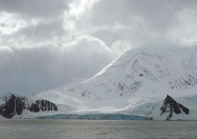 Continente frio e pouco conhecido: 89 graus negativos – a menor temperatura do planeta – chegaram a ser medidos nos termômetros instalados perto do Pólo Sul | Fotos: Cristina Graemal