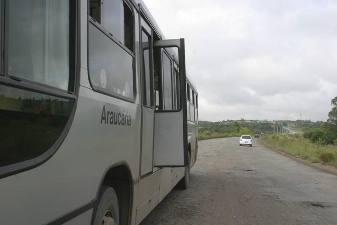 Técnicos da Urbs acreditam que houve falha em equipamento que impede a movimentação do ônibus com as portas abertas | Daniel Derevecki/Gazeta do Povo
