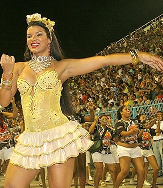 Juliane Almeida, de 24 anos, substituiu Juliana Paes como rainha da Viradouro | Reprodução/Globo.com