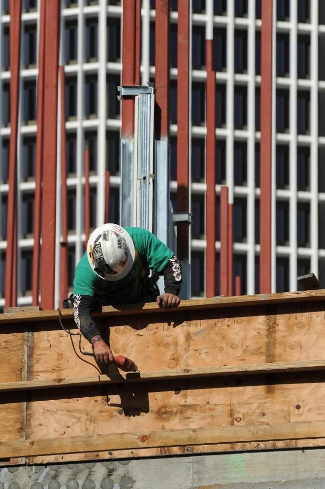 Obra em Los Angeles: venda de casas nos EUA cresce após 6 meses em queda livre | Robyn Beck/AFP