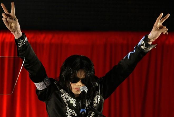 Michael Jackson durante coletiva de imprensa que trouxe o anúncio do retorno do Rei do Pop aos palcos; shows começam em julho na cidade de Londres | Reuters/Stefan Wermuth