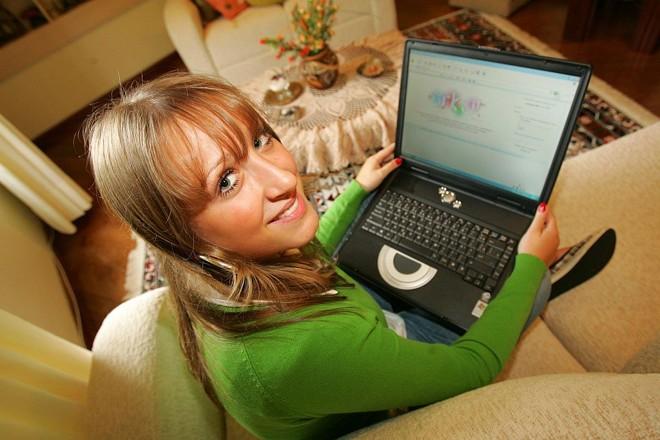 Carolina Tokars Wernick faz parte dos 43% privilegiados que usam internet | Ivonaldo Alexandre/Gazeta do Povo