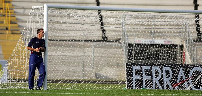 """O técnico Wágner Velloso, do Paraná, teve vários problemas para montar a equipe que joga hoje no ABC. Treinador quer ver o Tricolor como """"time grande""""   Daniel Castellano/Gazeta do Povo"""