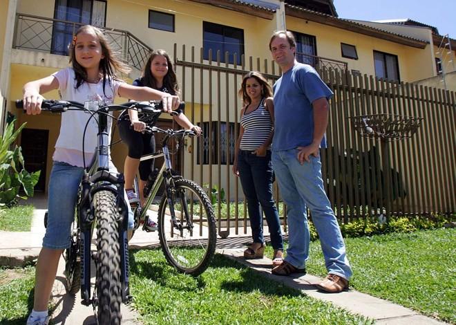 A família Rutz aproveita o fim de semana para aliar atividades da casa com o lazer | Priscila Forone/Gazeta do Povo