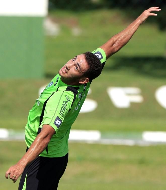Rodrigo Mancha tem contrato com o Coritiba até 11 de julho. Se jogar pelo clube no Brasileiro, termina o ano fora da elite | Daniel Derevecki/Gazeta do Povo