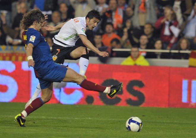 Jogo eletrizante entre Barcelona e Valencia contou com virada e empate no final   Diego Tuson / AFP