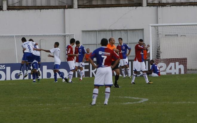 Paraná saiu perdendo de 3 a 0, buscou empate, mas o que ficou foi uma apresentação melancólica na Vila Capanema   Antônio Costa / Gazeta do Povo