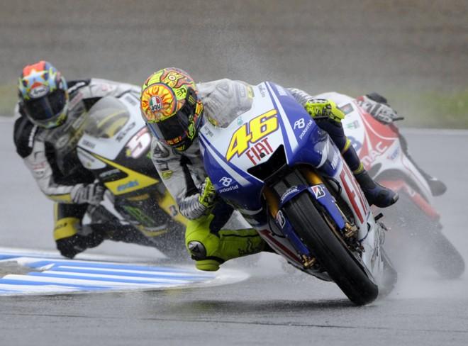 Italiano Valentino Rossi foi o melhor debaixo de chuva e vai largar na frente em Motegi | Toshifumi Kitamura / AFP