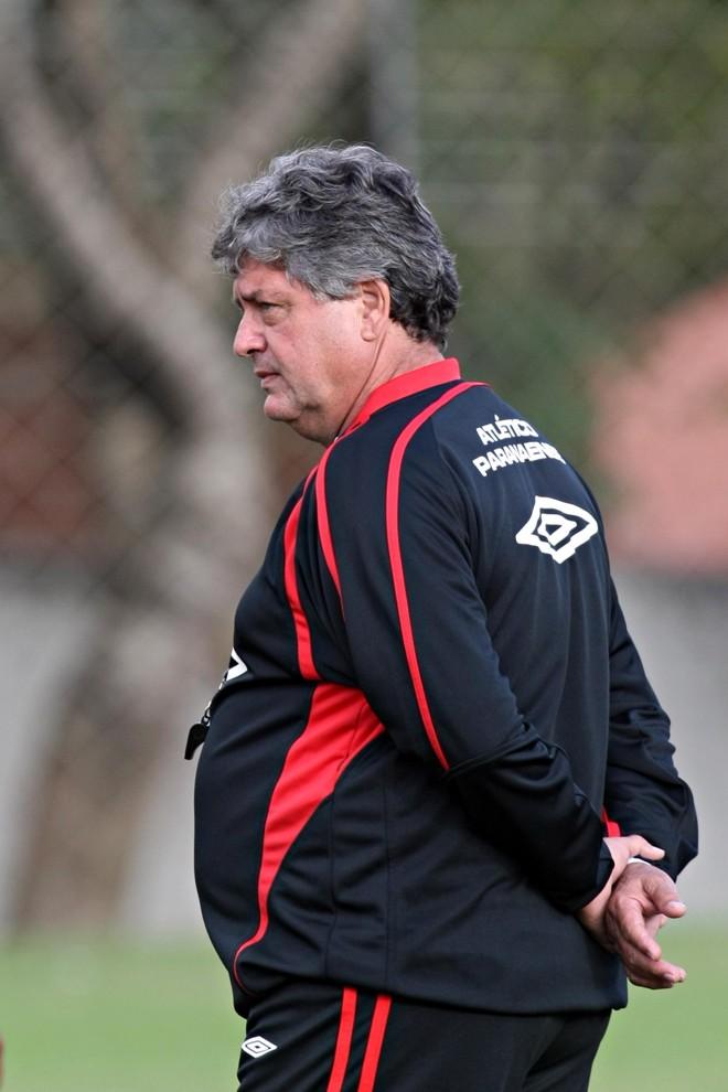 Geninho não dá pistas sobre titulares no Furacão | Albari Rosa / Gazeta do Povo