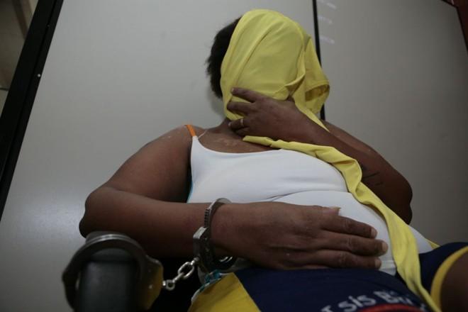 """""""Não sei o que fazer com ela"""", diz a delegada de Marialva sobre detenta   Walter Fernandes/Gazeta do Povo"""