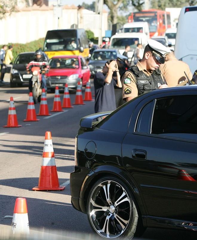 Blitz após a criação da lei seca: lei tenta reduzir a quantidade de motoristas embriagados | Daniel Castellano/Gazeta do Povo
