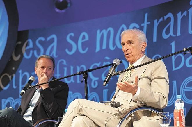 Os jornalistas Mario Sérgio Conti e Gay Talese: muito a conversar |