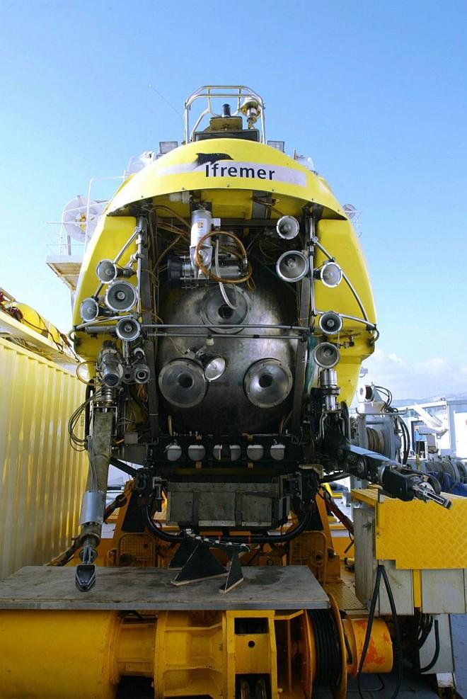 Submarino Nautile ajudará na procura por destroços e pelas caixas pretas do Airbus | Boris Horvat/AFP