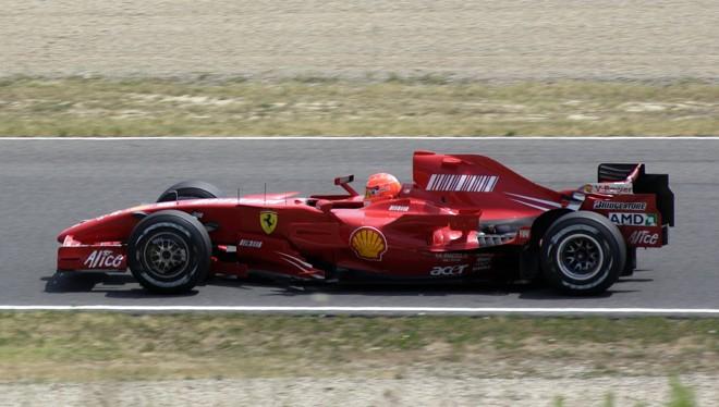 Michael Schumacher testou a Ferrai em Fiorano, na Itália   Marco Bucco / Reuters