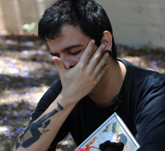 Fã brasileiro chora morte de Michael Jackson em Los Angeles |