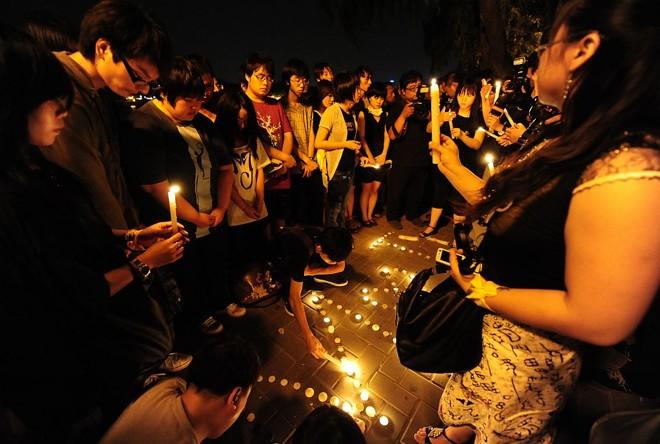 Jovens chineses cantam suas músicas inesquecíveis e prestam homenagem à Michael Jackson em Pequim |