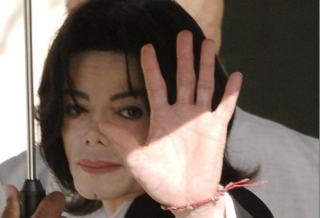 Ícone do pop Michael Jackson sofreu uma parada cardíaca em sua casa em Los Angeles |