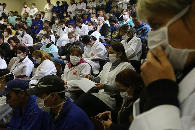 Reunião no HC: máscaras e protesto | Jonathan Campos/Gazeta do Povo