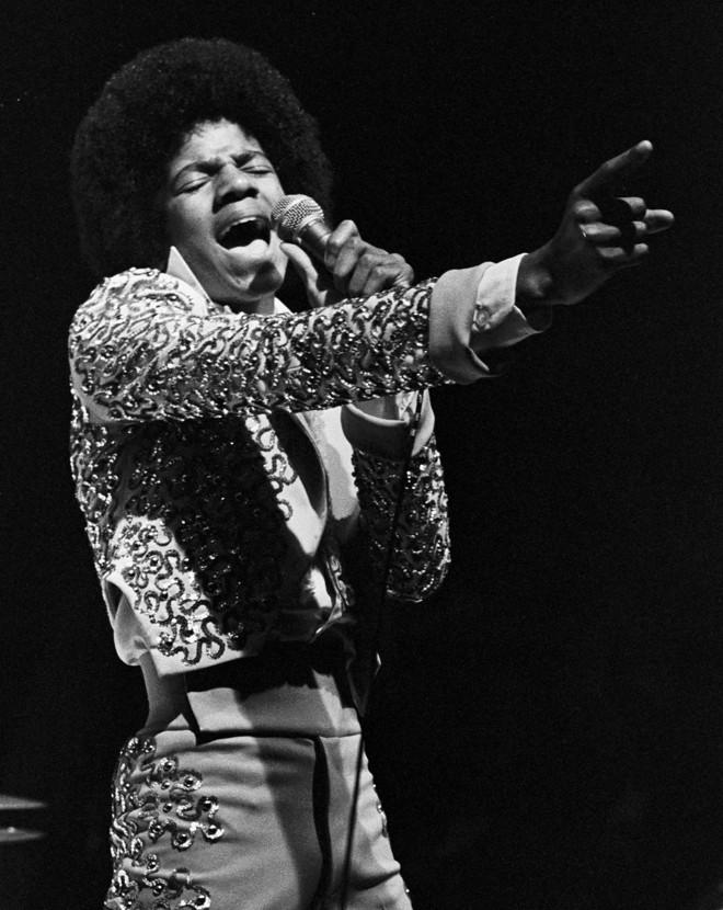 O sucesso de Michael Jackson começou aos 5 anos aos lado dos irmãos no grupo The Jackson 5 |
