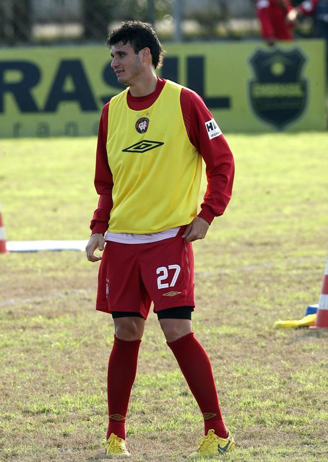 Enquanto não recebe a proposta salarial do Bologna, Rafael Santos segue se considerando atleta do Furacão   Hedeson Alves / Gazeta do Povo