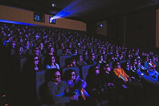 Espectadores têm a sensação de poder interagir com os filmes exibidos em 3D |