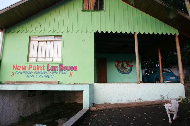 Policiais teriam acusado a mulher da vítima de fornecer droga a usuários da lan house do casal | Jonathan Campos/Gazeta do Povo