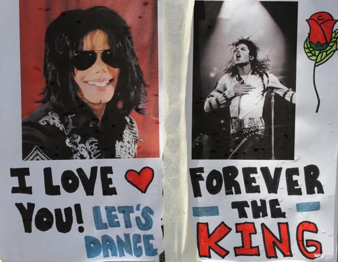 Fãs prestam última homenagem a Michael Jackson |