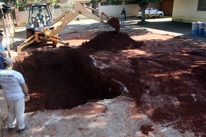 Cerca de 20 toneladas de terra misturadas ao veneno foram retiradas do solo da Funasa | Roberto Furlan/PMM