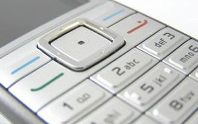 """Foto: Divulgação """"Estamos contratando por SMS"""", afirma um anúncio no site da companhia que quer encontrar candidatos que saibam trabalhar bem com celulares   Divulgação"""