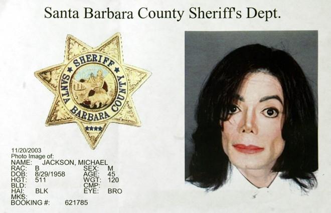 Escândalos e fama: Michael Jackson foi acusado de assédio sexual contra crianças, mas foi julgado e absolvido |