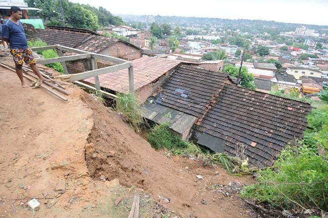 Quedas de barreiras atingiram a região metropolitana do Recife e feriram uma pessoa | Guga Matos/AE