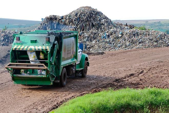 Maringá produz 300 toneladas de lixo por dia. Há no aterro mais 3 milhões de toneladas acumuladas | Fábio Dias