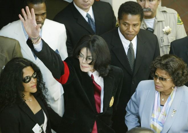 Aos 50 anos, os problemas de saúde de Michael Jackson viraram notícia após remarcar shows em Londres |