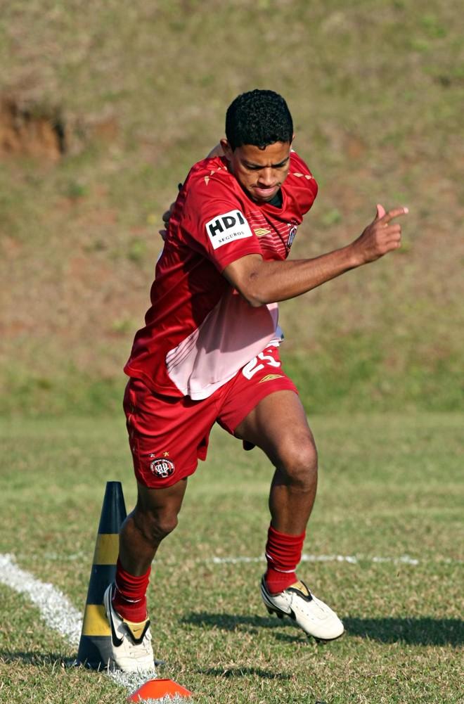 Wallyson treinou, mas sentiu dores. Jogador promete empenho para atuar domingo contra o Inter | Albari Rosa / Gazeta do Povo (Arquivo)