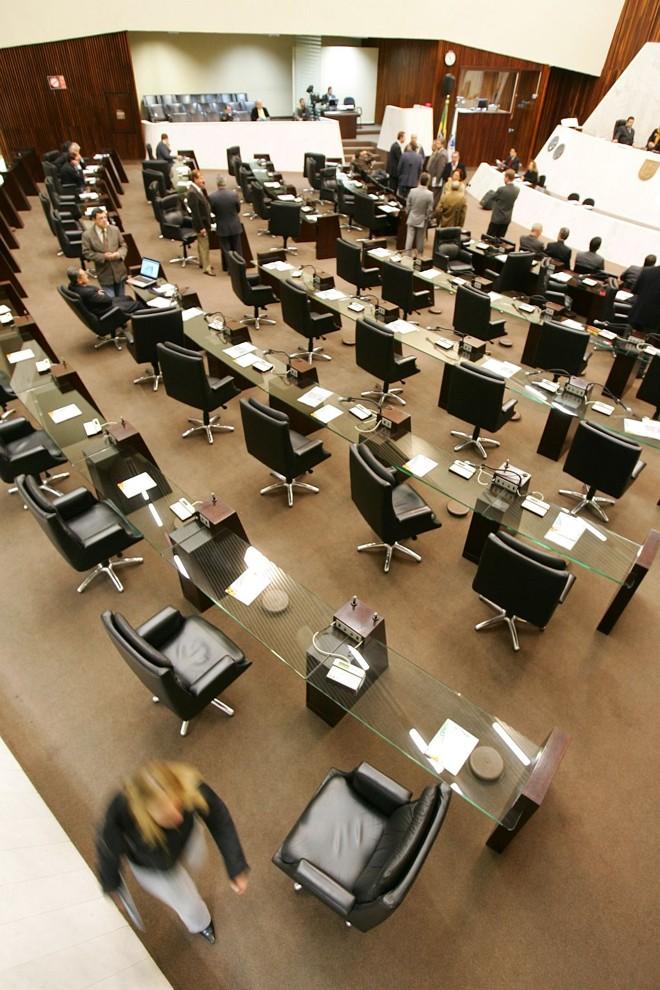 Plenário da Assembleia do Paraná: no estado, discussão já começou   Daniel Castellano/Gazeta do Povo