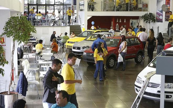 Podendo financiar carros em até 80 meses, consumidor vai às compras: operação de leasing teve o maior crescimento | Rodolfo Bührer/ Gazeta do Povo